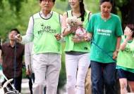 입양견과 산책봉사 나선 김문수 도지사