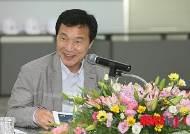 부산 문현금융혁신지구 찾은 손학규 후보