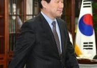 학교폭력피해자가족협의회 간담회 참석한 이주호 장관