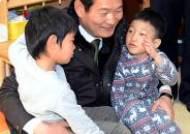 연평도 어린이들과 이야기 나누는 송영길 시장