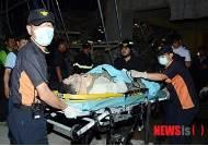 병원 이송되는 마지막 구조자