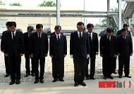 채동욱 검찰총장, 천안함 희생자에 헌화