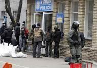 우크라이나 동부도시서 무장세력 경찰서 점거…러시아 규속 국민투표