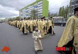 루마니아 정교회 종려 주일 행사 참가한 사제들