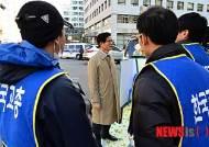 한국교총 관계자들과 대화하는 김문수 보수혁신위원장