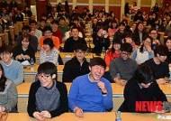 활짝 웃는 예비대학생들