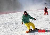 휴일 시민들 스키·눈썰매장서 겨울 만끽…전국道 원활