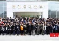 경례하는 대원국제중학교 학생들
