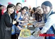 김밥 만드는 카자흐스탄 학생들