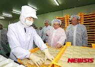 이동필 장관, 쌀 가공식품업체 방문