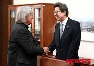 박형준 국회 사무총장, 짐 데이토 하와이대 교수 면담