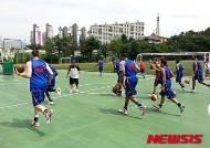 선수촌 인근 학교서 운동하는 美 농구팀