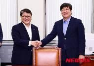 여야 내일 회동…추경·국정원 현장검증 '신경전' 예상