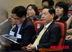 중앙위원회의 참석한 김상곤 혁신위원장