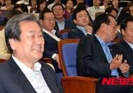 김무성 방미…매머드급 의원단·취재진 '눈길'