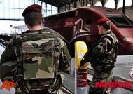 파리 북부역 순찰하는 프랑스 군인들