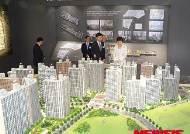 기업형임대주택 견본주택 보는 박 대통령