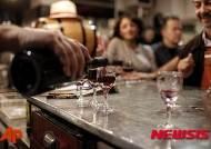파리 테러 후 와인 소비 운동 나서는 프랑스 국민들