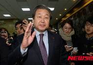 """김무성 """"안철수 탈당, 공천권 싸움일 뿐"""""""