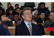 """文 '어르신들 의지 없다' 발언…與 """"노인 폄하"""" vs 野 """"정치공세 말라"""""""