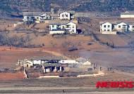 북한 황해북도 개풍군 관산반도 마을 겨울나기