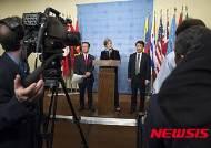 美정부 황병서 등 12명 북한노동당 등 5개 단체 대북독자제재…한미일 대사 회견