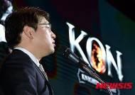 넷마블 'KON' 신작발표회 환영사 하는 백영훈 부사장