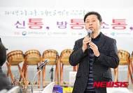 문화가 있는 날 축하 인사하는 김재환 한국사립박물관협회 회장