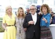 여성 심사위원들과 함께 한 조지 밀러 칸영화제 심사위원장