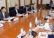 [브렉시트쇼크] 긴급간부회의 주재하는 이주열총재