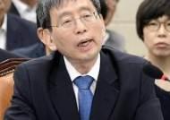 질의에 답하는 박효종 위원장