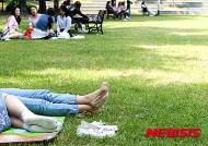 여름철 도시공원에 그늘막 설치 마찰…'허용해야 vs 법적 불가'