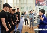 레슬링대표팀 격려하는 박근혜 대통령