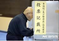 투표관리자 늦잠,투표용지 잘못 교부…日참의원 선거 이모저모