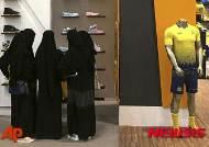"""사우디 여성들의 반란…""""남성 보호자 제도 없애자"""""""