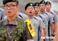 '동해물과 백두산이~' 아침 점호 새누리당 이정현 대표