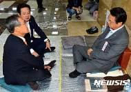 단식중인 정진석 원내대표 만난 우윤근 국회 사무총장