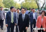 전국 청년·여성 핵심당원 연수행사에 참석한 박지원 대표