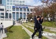 지진훈련 벌이는 대전시청 직원들
