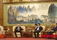 """""""시진핑 지도부 경제개혁 추진 정치적으로 어려워"""" 헨리 폴슨"""