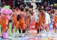 88-81로 승리한 인천 전자랜드 선수들