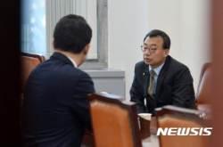 최고위원들과 대화하는 새누리 이정현 대표