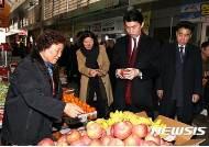손문기 식약처장, 청주 북부시장서 설 성수식품 점검