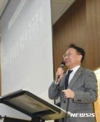 2017 경제학 공동학술대회 참석한 유일호