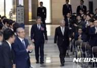 입장하는 이상훈 대법관-양승태 대법원장