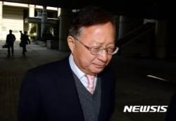 '대우조선 청탁 의혹' 송희영·박수환, 첫 재판서 혐의 부인