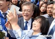 文, 희망퇴직남용금지·쿨링오프제 등 '5060 공약' 공개