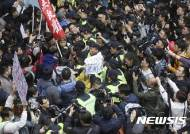 """""""중국, 향후 5년간 홍콩 정치개혁 하지 않는다"""" 중련판 간부"""