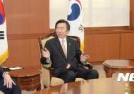 미 일 대사 접견하는 윤병세 외교부장관
