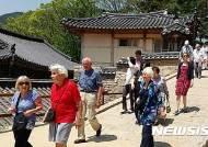 외국인 크루즈관광객 마산항 통해 해인사 관광